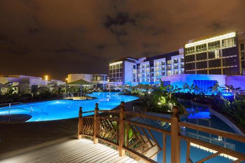 المسبح في Millennium Resort Salalah أو بالجوار