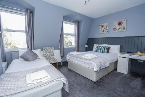 A bed or beds in a room at Beckenham Park Hotel