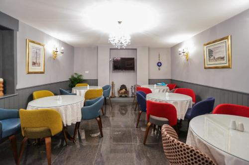 A restaurant or other place to eat at Beckenham Park Hotel