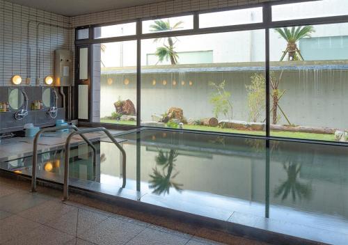 Piscine de l'établissement THE HOTEL YAKUSHIMA ocean & forest ou située à proximité
