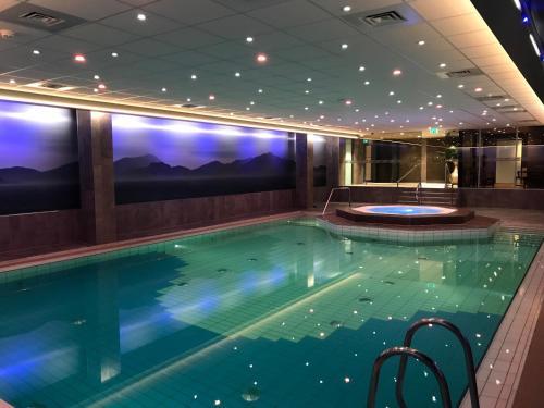 Het zwembad bij of vlak bij Hotel Zuiderduin