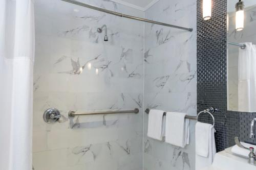 A bathroom at The Square Hotel