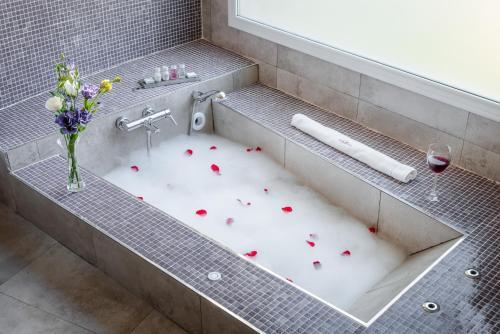 A bathroom at Villa Mansa