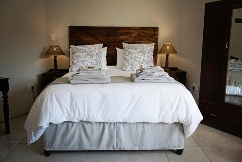 A bed or beds in a room at 870 on Riverview Drive