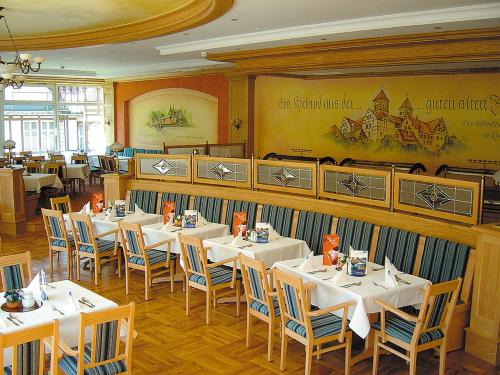 A restaurant or other place to eat at Morada Hotel Alexisbad