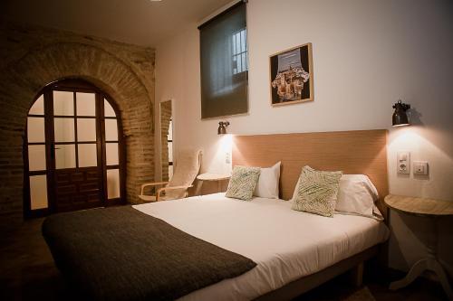 Cama o camas de una habitación en Frenteabastos Hostel Suites Cafe