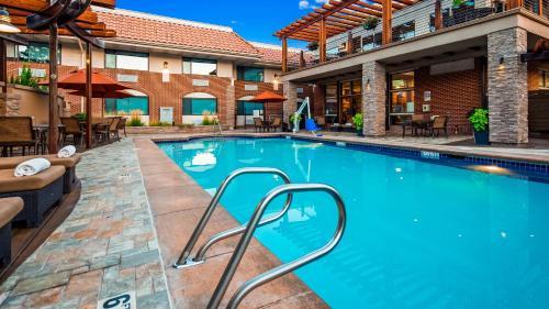 Der Swimmingpool an oder in der Nähe von Best Western Plus Canyonlands Inn
