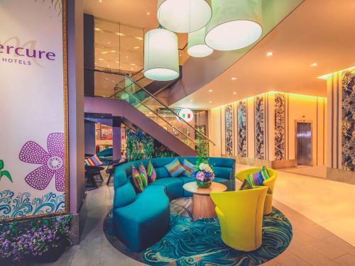 The lobby or reception area at Mercure Kota Kinabalu City Centre