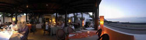 A restaurant or other place to eat at La Sirenetta Park Hotel