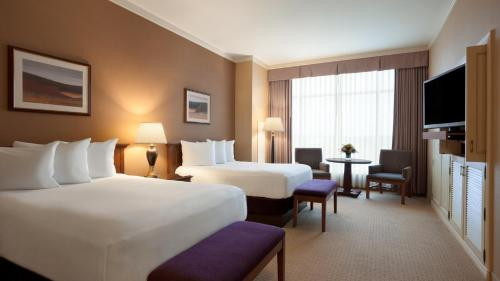 A bed or beds in a room at Harrah's Joliet Casino Hotel