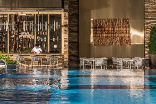 المسبح في فندق فورسيزونز كوالالمبور أو بالجوار