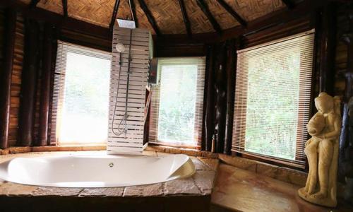 A bathroom at Koh Jum Resort