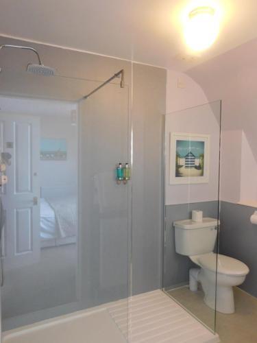 A bathroom at Cullen Bay Hotel