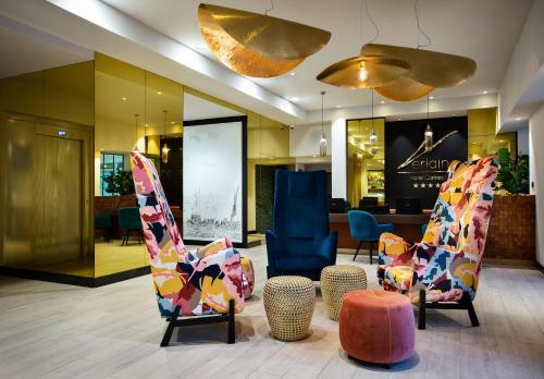 The lobby or reception area at Hotel Verlaine