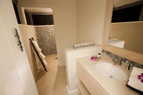 A bathroom at Tiamo Resort