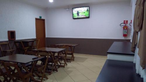 Um restaurante ou outro lugar para comer em Hotel Tenda Capital