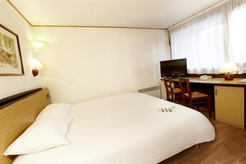 Een bed of bedden in een kamer bij Campanile Hotel & Restaurant Gorinchem
