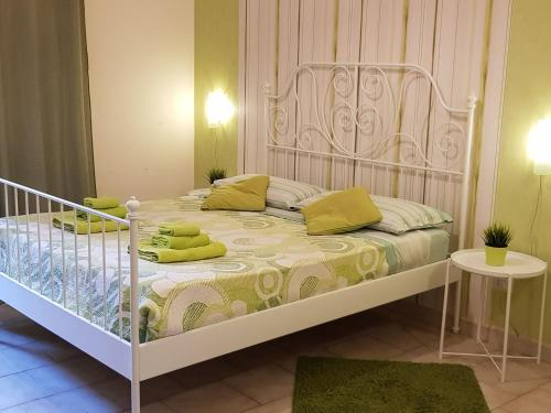 A bed or beds in a room at Apartment in Salerno Centro