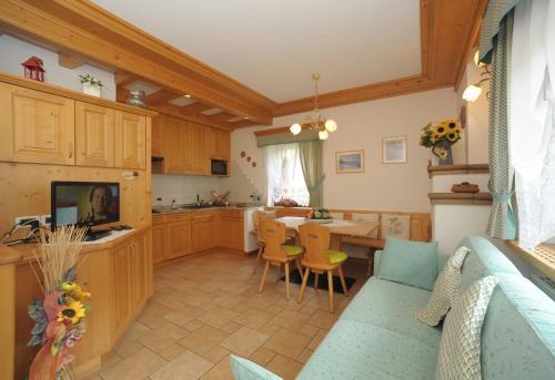 A kitchen or kitchenette at Casa Piva Dolomiti