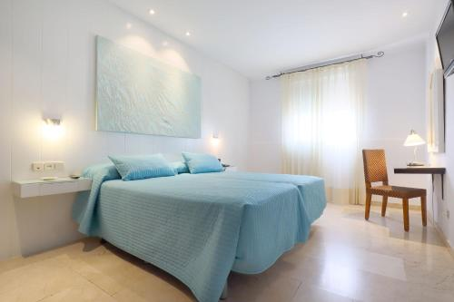 سرير أو أسرّة في غرفة في فندق أوازيس