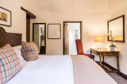 A bed or beds in a room at Old Swan