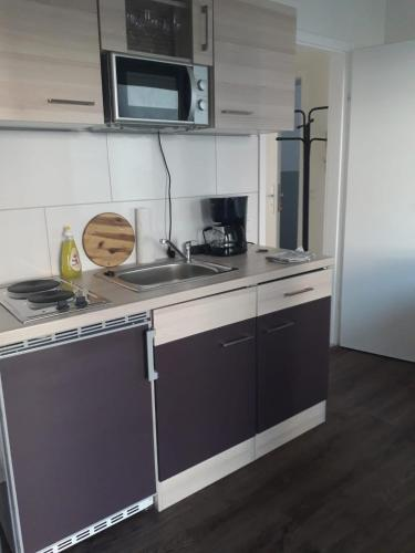 A kitchen or kitchenette at Short Stay