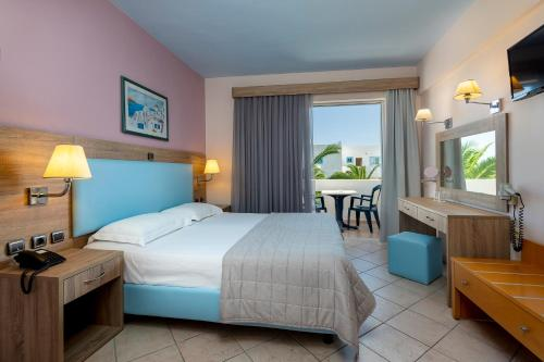 A bed or beds in a room at Kalimera Mare
