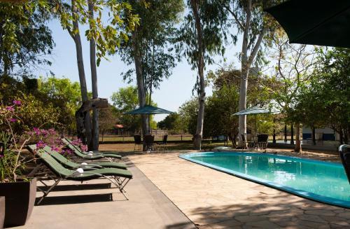 A piscina localizada em Pousada Rio Claro ou nos arredores