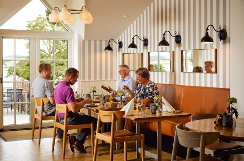 En restaurant eller et andet spisested på Gl. Avernæs Sinatur Hotel & Konference