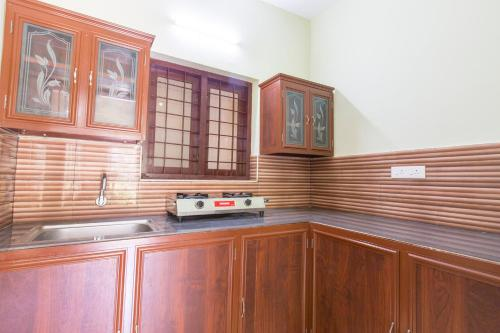 A kitchen or kitchenette at Mountain Hut Resorts