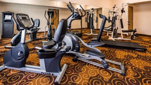 The fitness center and/or fitness facilities at Best Western Northwest Inn