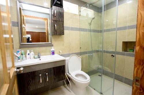A bathroom at Vui Hotel