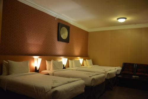 Cama ou camas em um quarto em Shomookh Hotel