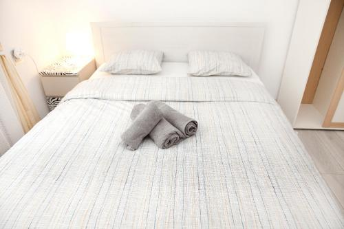 A bed or beds in a room at Comfortable rooms