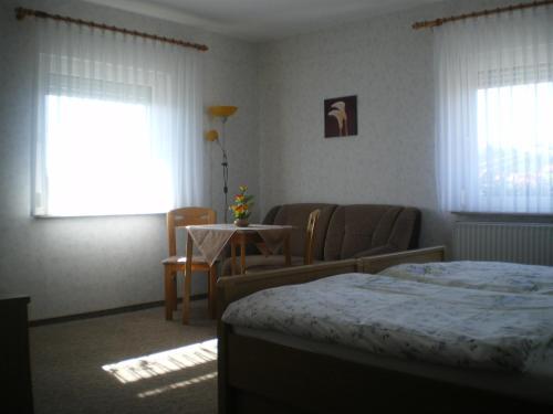Ein Bett oder Betten in einem Zimmer der Unterkunft Hotel-Pension Märkischheide