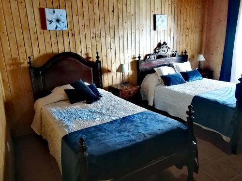 A bed or beds in a room at Casa do Castelo
