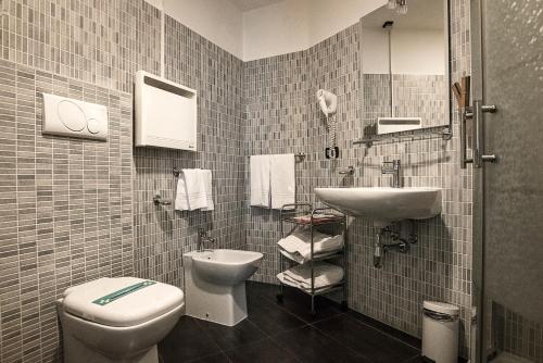 A bathroom at Hotel Milano Navigli