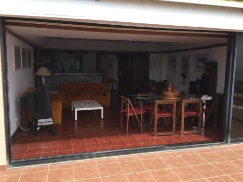 A restaurant or other place to eat at Apartment with a stunning view over Sesimbra