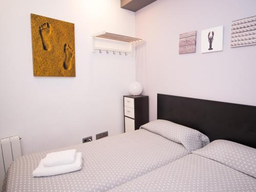 A bed or beds in a room at LucasLand Apartments Sitges