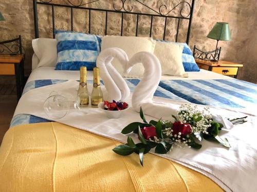 A bed or beds in a room at Pensión Rustica Alemana