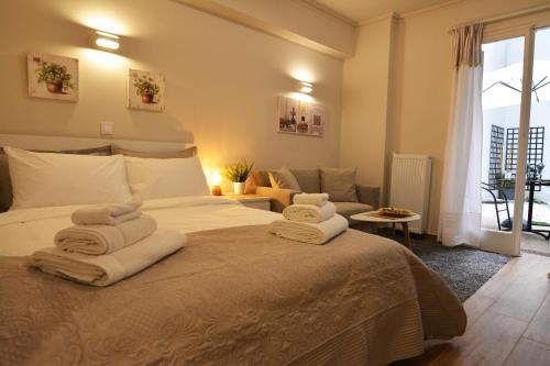 A bed or beds in a room at Studio Posh with garden in Kolonaki