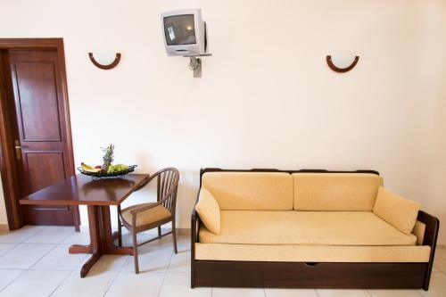 A seating area at Kyra Panagia ApartHotel