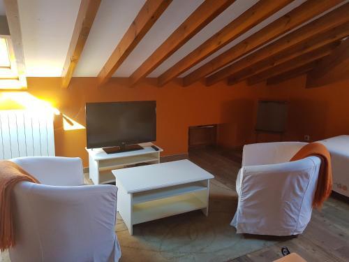 A seating area at Posada La Rivera De Escalante