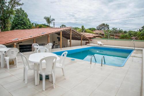 A piscina localizada em Pousada Peki ou nos arredores