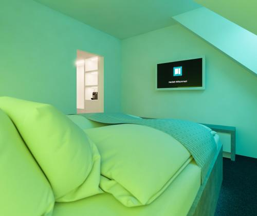 A bed or beds in a room at smartel at The Unbrexit