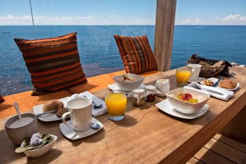 Breakfast options available to guests at Amantica Lodge