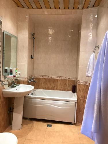 Um banheiro em Boulevard Apartment