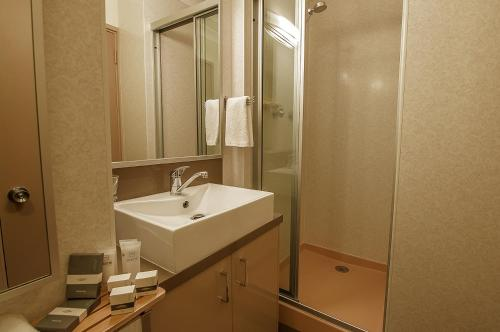 A bathroom at Smiggins Hotel & Chalet Apartments