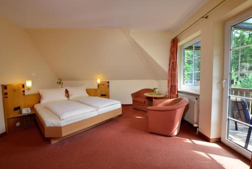Ein Bett oder Betten in einem Zimmer der Unterkunft Hotel Haus Neugebauer BB