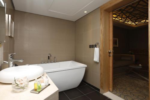 Um banheiro em Grand Plaza Gulf Hotel - Riyadh